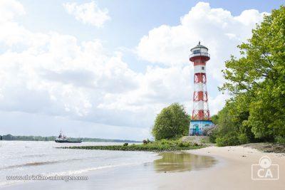 Hamburg – Elbstrand und Leuchtturm bei Rissen